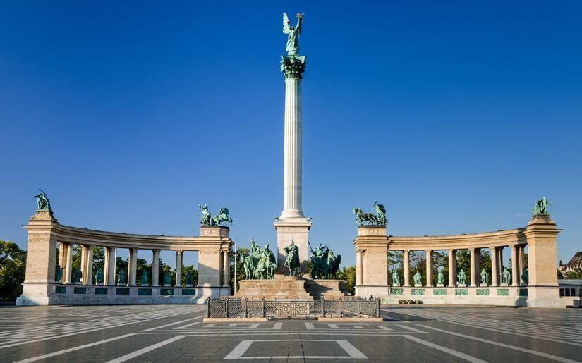 בתמונה : כיכר הגיבורים בבודפשט